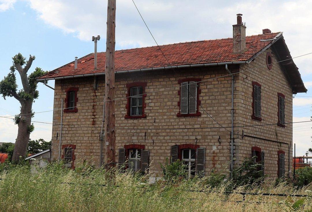 Πετρινο κτιριο του ΟΣΕ